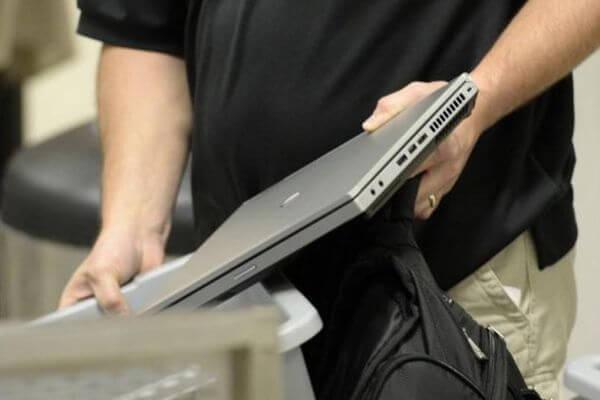 Судимый за кражи и грабежи мужчина устроился менеджером торгового зала и украл ноутбук | CityTraffic