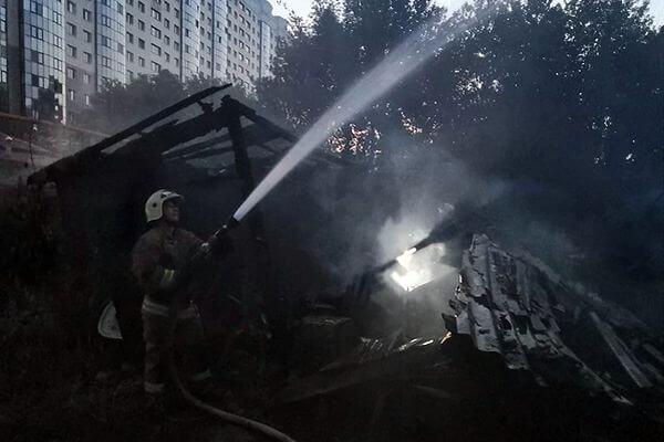 Два горевших ночью в Самаре дома потушили за 4 часа   CityTraffic