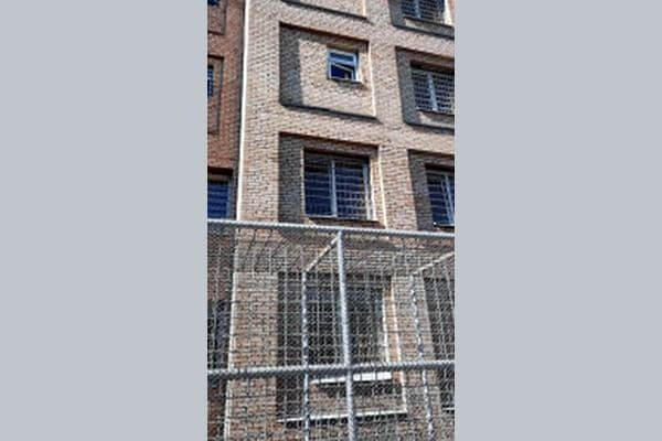 В Самаре арестованный сбежал из ИВС, спустившись из окна по простыням