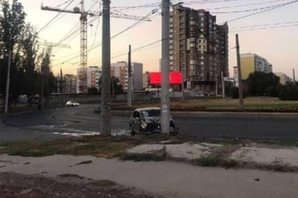 """В Самаре пьяная женщина на """"Рено"""" врезалась встолб"""