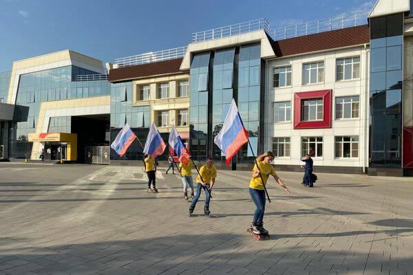 Самарские нефтяники отметили День государственного флага