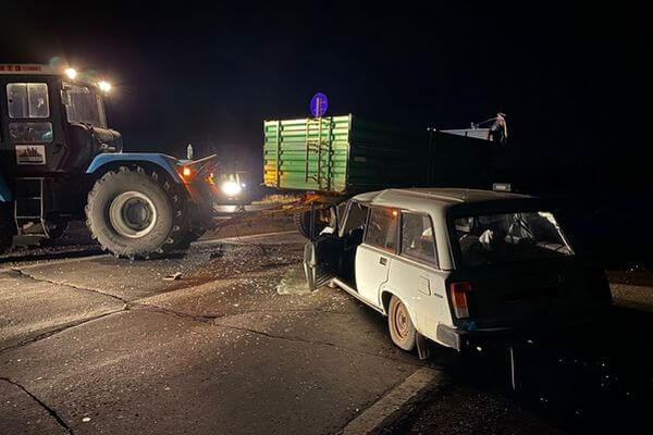 В Самарской области тракторист без прав протаранил легковушку | CityTraffic