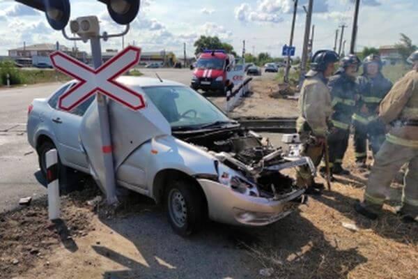 В Тольятти вазовская легковушка влетела под поезд | CityTraffic
