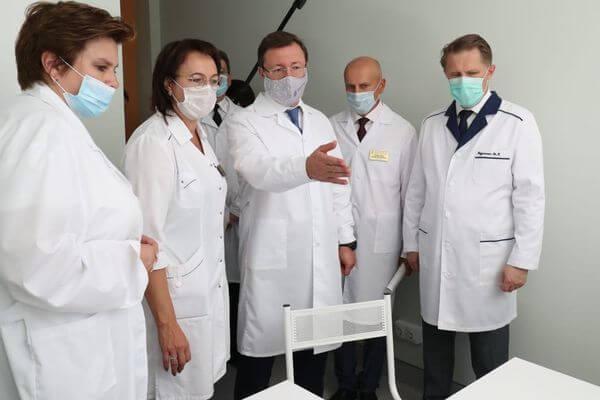 Михаил Мурашко иДмитрий Азаров открыли вТольятти новый ковид-госпиталь