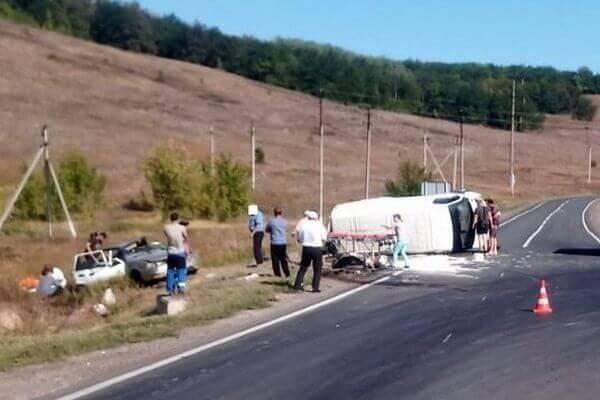 Ребенок и взрослый погибли в столкновении легковушки с ГАЗелью в Самарской области | CityTraffic