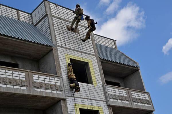 В Тольятти ОМОН, СОБР и Росгвардия отразили нападение на колонну с гуманитарным грузом во время учений | CityTraffic