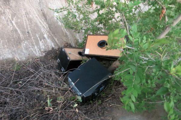 Пьяный селянин из Самарской области украл музыкальный центр и спрятал его в канаве | CityTraffic