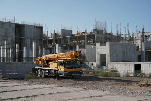 Дмитрий Азаров побывал вТольятти на стройплощадке самой большой школы региона