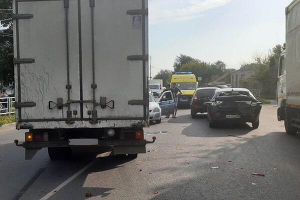 В Сызрани пострадали 2 маленьких пассажира иномарки, в которую врезался фургон | CityTraffic