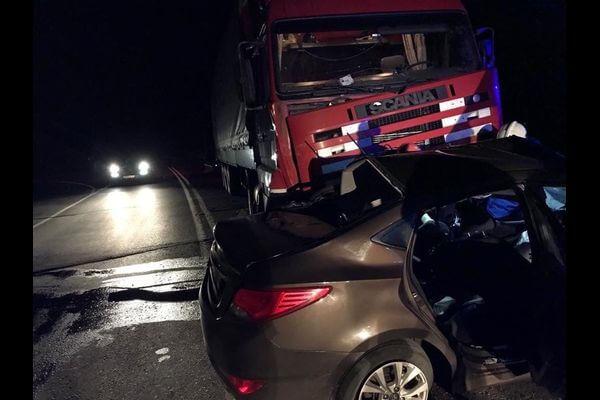 Два человека погибли в аварии легковушки с грузовиком ночью под Тольятти | CityTraffic