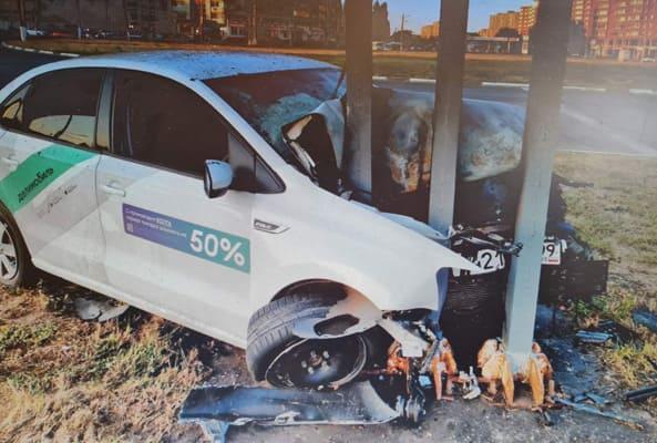 В Тольятти разыскивают водителя, который разбил каршеринговый автомобиль и скрылся с места ДТП   CityTraffic