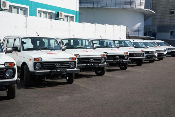 Дмитрий Азаров передал ключи от 43 новых автомобилей сельским больницам 12 районов Самарской области   CityTraffic