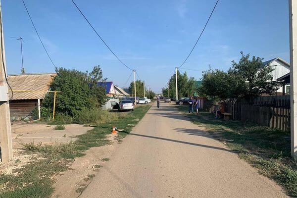 В селе Самарской области пенсионер на иномарке сбил подростка, который шел по обочине | CityTraffic