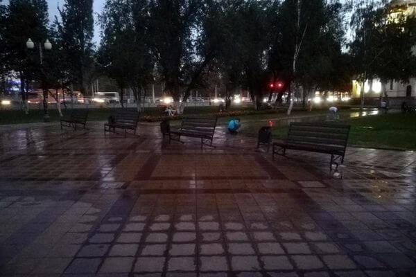 В самарском Парке Мира система орошения поливает скамейки и дорожки | CityTraffic