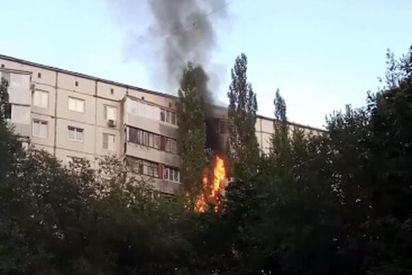 В Тольятти загорелись балконы на 4 этажах жилого дома | CityTraffic