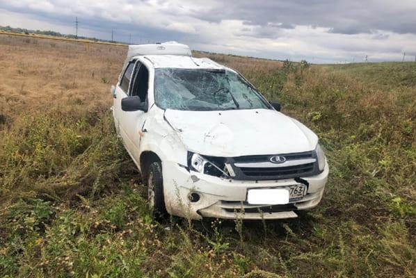 Lada Granta перевернулась в Самарской области, пострадала 80-летняя пассажирка легковушки | CityTraffic
