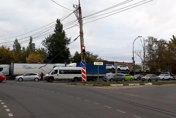 В Тольятти утром в пятницу из-за аварии перекрыли движение по кольцевой развязке на Южном шоссе | CityTraffic