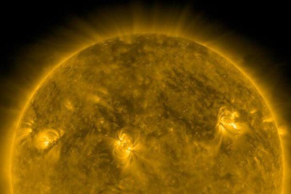 К Земле движутся облака плазмы, выброшенные взрывом на Солнце | CityTraffic