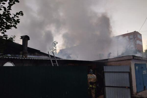 В Самаре 69 человек больше часа тушили два дома на улице Майской | CityTraffic