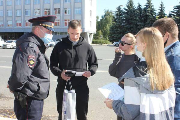 Полицейские и студенты-медики рассказали жителям Сызрани, какие схемы используют мошенники под видом борьбы с ковидом | CityTraffic