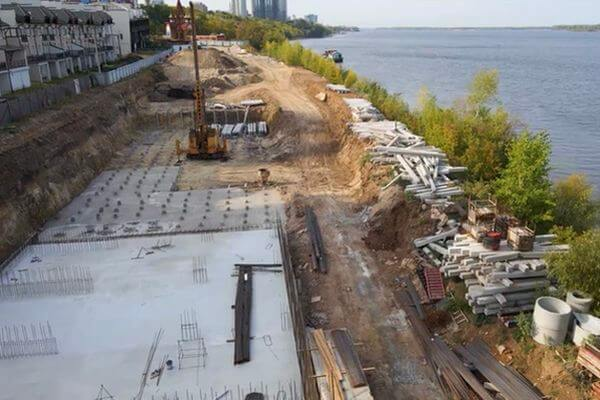 В Самаре сняли с воздуха строительство причалов для лодок на берегу Волги | CityTraffic