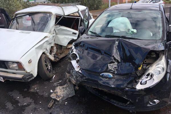 Три человека пострадали в аварии под Тольятти | CityTraffic