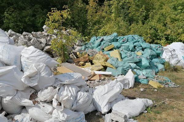 Прокуроры ищут трупы животных истроительные отходы на незаконной свалке вСамаре
