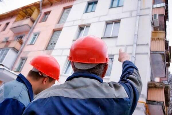 СК проверяет, есть ли грибок на стенах дома вСамаре после проведенного там капремонта