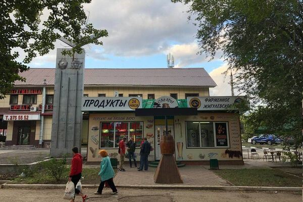 Жители Самары требуют убрать разливайку рядом с военной стелой в Кировском районе | CityTraffic