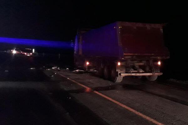 Водитель легковушки погиб, врезавшись в грузовик, на трассе М-5 в Самарской области | CityTraffic