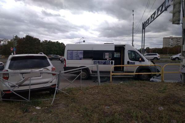 В Тольятти пострадали 3 пассажира автобуса, в который въехал внедорожник | CityTraffic