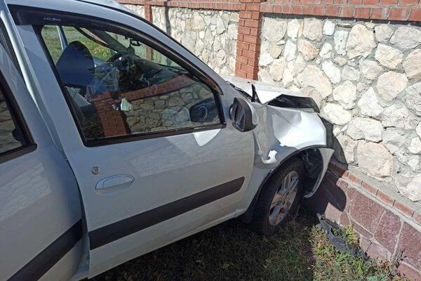 В Самарской области пенсионер за рулем потерял сознание и въехал в кирпичный забор | CityTraffic