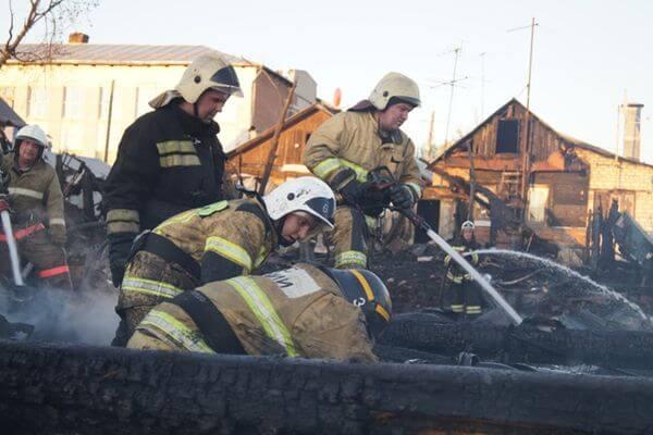 Женщина погибла, мужчину спасли на пожаре в Самарской области | CityTraffic