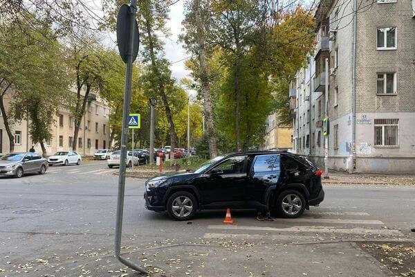 В Самаре кроссовер сбил подростка на электросамокате | CityTraffic