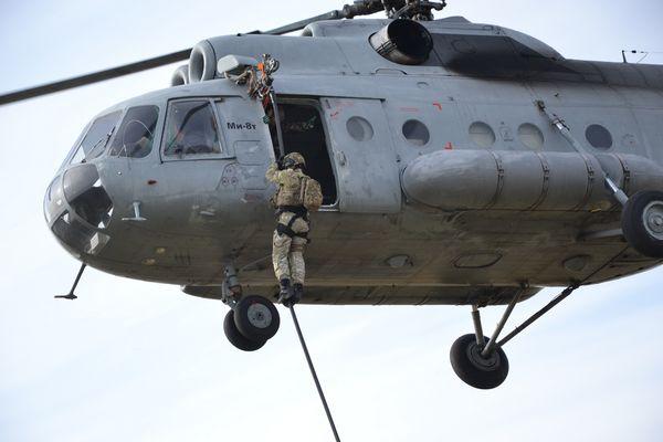В Самаре спецназовцы десантировались свысоты 4этажа без парашютов