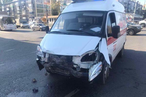 Два пассажира Скорой пострадали в аварии в Самаре | CityTraffic